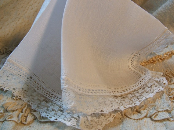 Vintage Hankie White Lace & Crocheted Lace Edging
