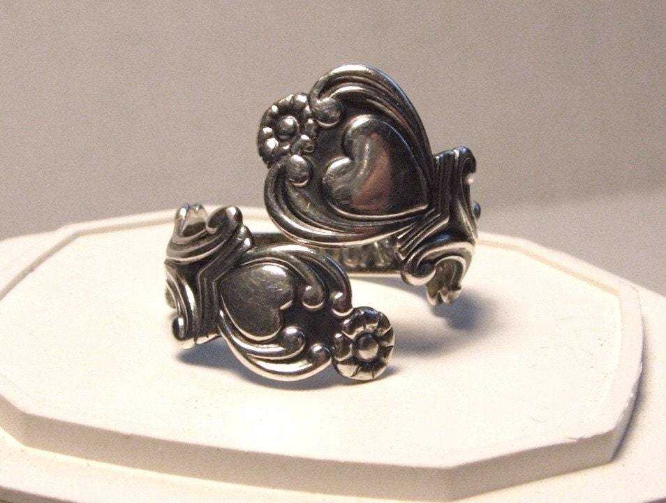 1970s Vintage Avon Sterling Silver Treasured Heart Spoon Ring