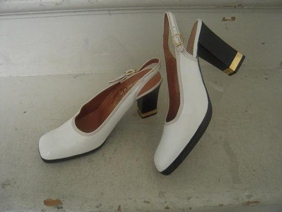 Vintage Rosina Ferragamo Shiavone New Old Stock Off White Leather Shoes Metal Banded Heel 7 M