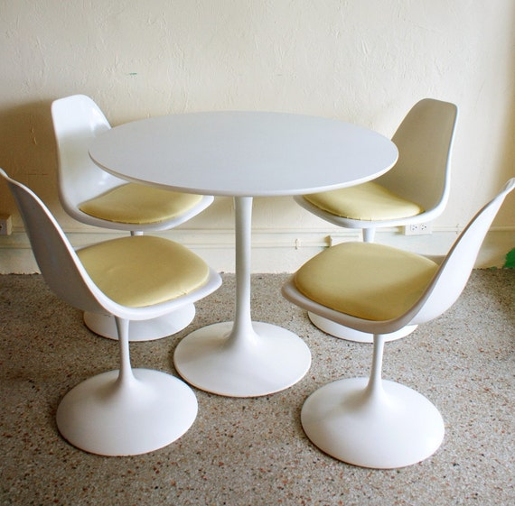 Vintage Saarinen Style White Tulip Dining Set Of 4 Swivel