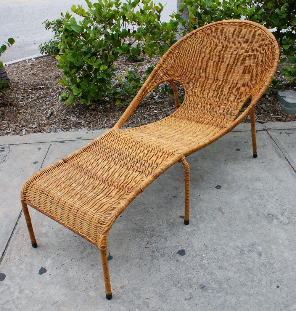 Vintage mid century modern rattan woven iron patio lounge for Modern patio chairs