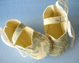 Mary Jane Sewing Pattern - Simple Mary Jane Baby Shoes - Booties with Ribbon Ties PDF ePattern