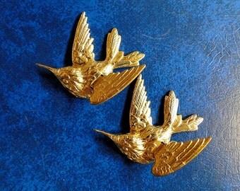 2 LARGE Brass Birds.  3D Gorgeous Diving Sparrow.