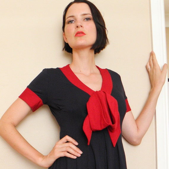 Red Navy Dress w Large Bow at V-neck, Jersey Knit Dress, US size 4, Knee Length, Short Sleeved, Large Bow, Nautical.