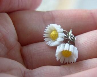 Daisy Flower Stud / Post Earrings