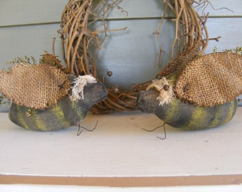 FREE PDF Downloadable Pattern - Primitive Busy Bees - FREE E-Pattern - Hafair Team