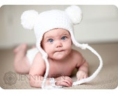 Baby Bear Pom-Pom Hat - Adorable Infant Earflap Beanie with 2 Removable Pom-Poms and Straps - Perfect for Photos and Cold Winter Days - SIZE 0 to 3 months - COLOR 'Snow White'