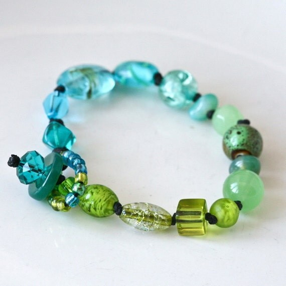 Ombre Eclectic Glass Beads Knotted Bracelet in Greeen and Blue