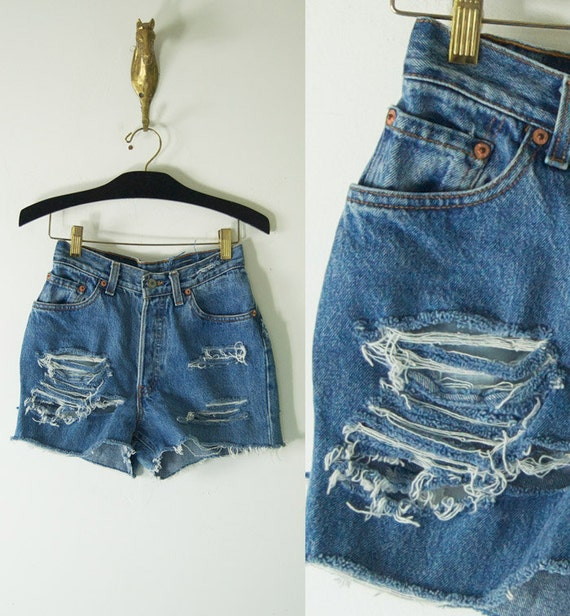 vintage distressed short LEVI JEAN SHORTS high waisted womens small