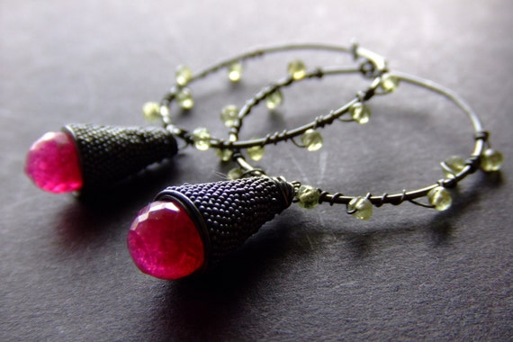 SALE. beijo de framboesa. candy quartz peridot encrusted hoops