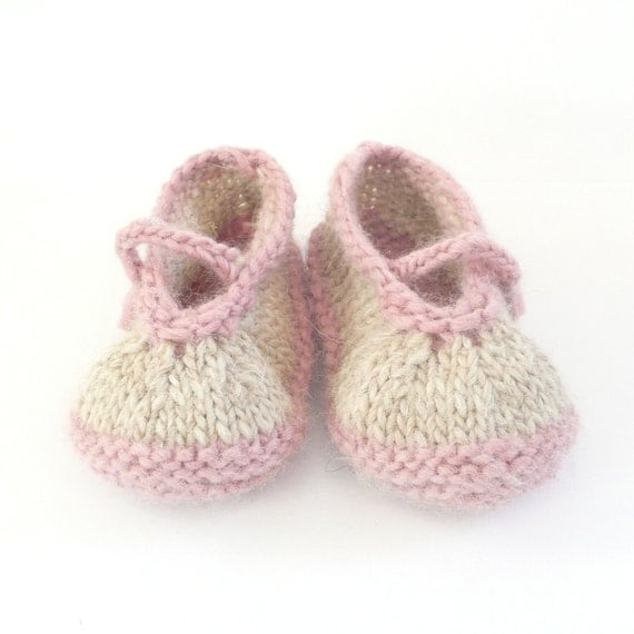 Knitting Pattern Baby Shoes -  Simple Seamless Mary Janes (Sizes for 0 - 12 mths)