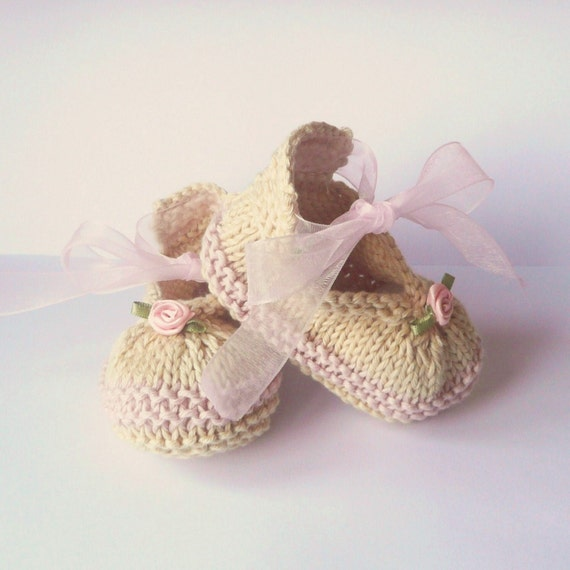 Knitting Baby Shoes : Knitting pattern baby booties posh party shoes