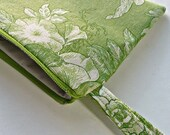 Green Toile Wristlet