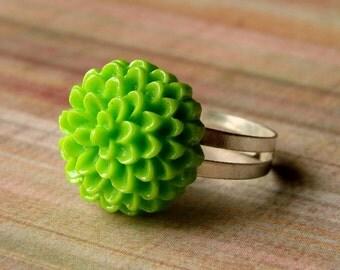 Spring Green Adjustable Ring - Bold Garden Mum