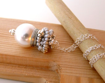 The Laurent in white- fresh necklace with white shell pearl and silver sea pearls