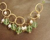 Peridot birthstone necklace, bridesmaid jewelry, Custom wedding jewelry gold circle pearl necklace Custom bridesmaid jewelry