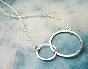 Double circles necklace, simple connected circles, bridesmaid jewelry, infinity necklace, wedding party gifts,  Minimal everyday necklace