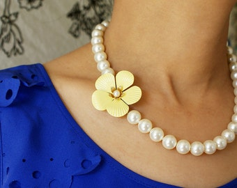 Vintage Buttercup Pearl Necklace, statement necklace, lemon yellow flower brooch necklace, chunky pearl statement necklace