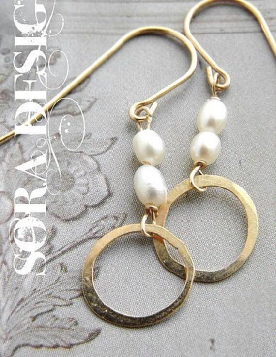 Gold Circle Pearl Earrings, Bridal drop earrings, wedding jewelry Pearl Simple everyday earrings, bridal pearl earrings
