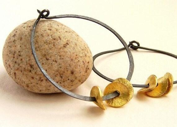 rustic hoop earrings, gold wavy disc hoop, Oxidized sterling silver hammered hoops, gold chips dangle hoop