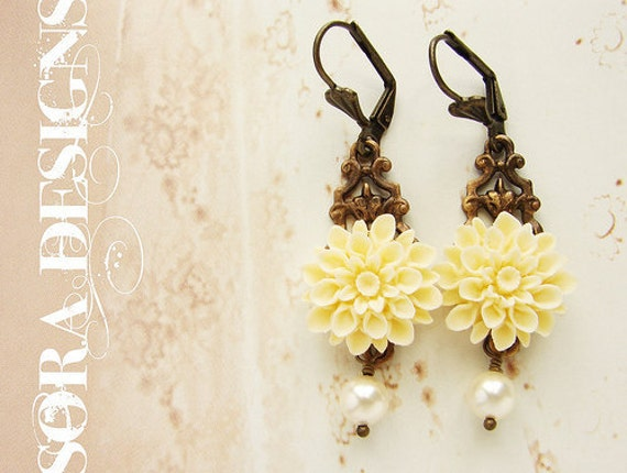 Bridesmaid jewelry, Ivory flower bridal drop earrings, off white floral pearl earrings, wedding party Jewelry set, bridesmaid earrings