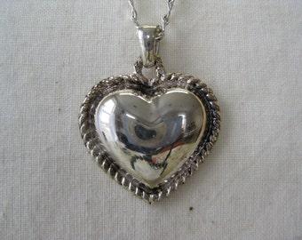 Pretty Silver Heart - necklace