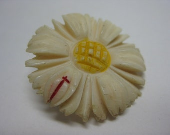 Daisy Flower Brooch Off White Carved Vintage Pin Yellow