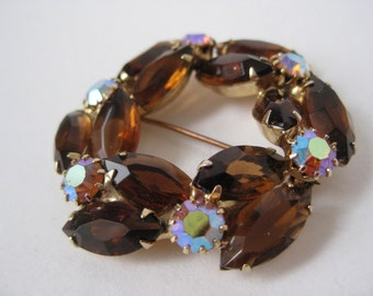 Aurora Brown Circle - vintage brooch