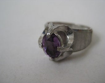 Nice Mod Silver with Violet Twinkle - vintage ring - size 6 1/4