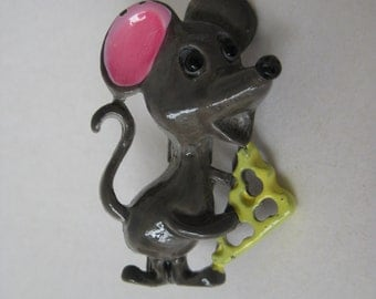 Mouse with Cheese - vintage brooch