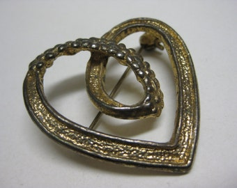 Shabby Loop Heart - vintage brooch