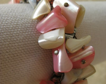 Shell Stretch Bracelet Cha Cha Pink Mother of Pearl Vintage