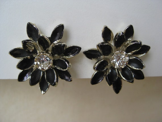 Black and Silver Flower - earrings