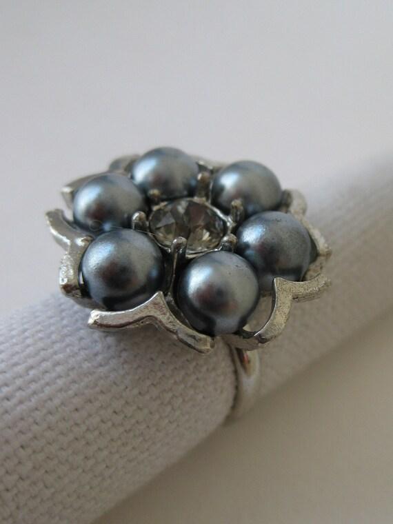 Gray Pearl Twinkle Flower - vintage ring - adjustable