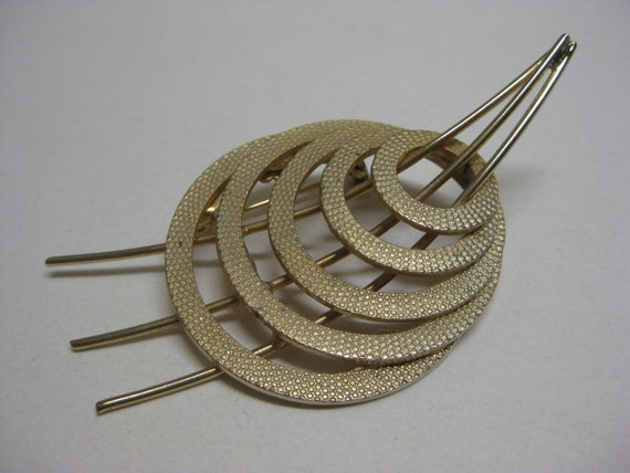 3 through 5 Golden Circles - vintage brooch