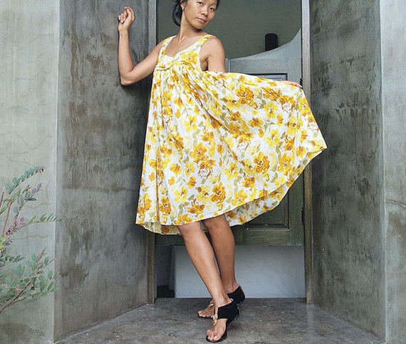 """Vacation...Sight seeing... Impressionist floral sleeveless dress (max 39"""" bust)"""