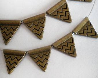 SALE - Antique bronze Triangle metal findings 8pcs