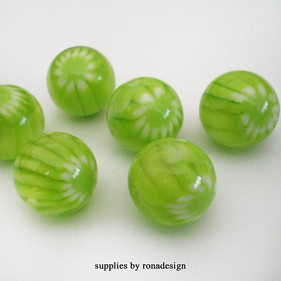 14mm Lime Green light stripe with Daisy Resin beads - 6 pcs