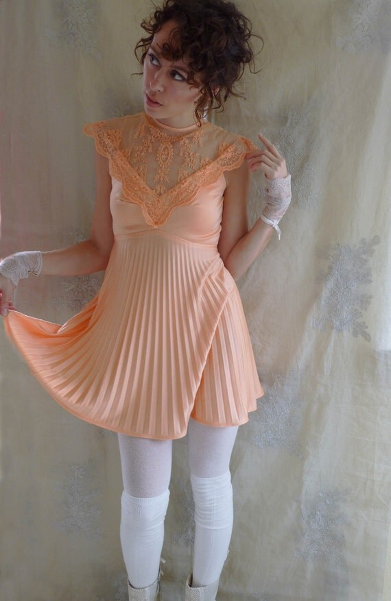 Vintage Penelope Babydoll Dress... size Small