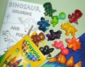 Dinosaur gift set: 10 dino crayons, coloring book and fabric bag