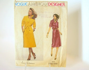 Uncut Vintage 1970's Vogue 1717 Sewing Pattern for Dress, Bust 36 Inches