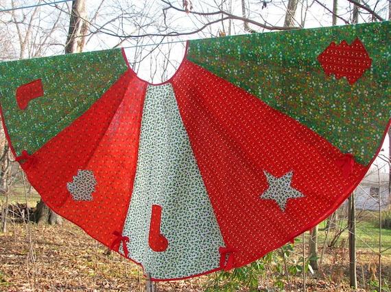 Vintage 1970s Calico Christmas Tree Skirt