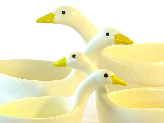 Vintage Measuring Cups Just Ducky