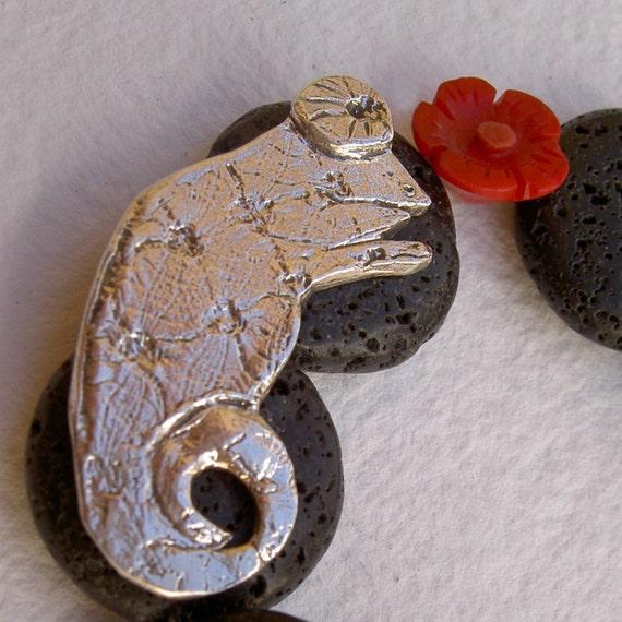 Items similar to pulsera camale n con piedra volc nica y for Piedra volcanica