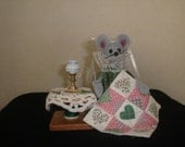 Felt Mouse Quilting Mouse with a Side Table