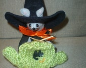 Felt Witch Mouse Knitting a Sweater