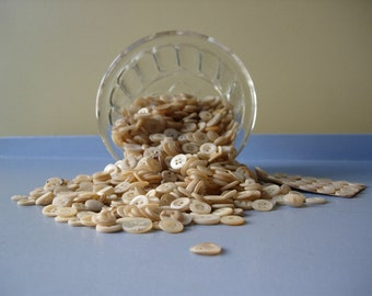 100 x vintage mother of pearl buttons