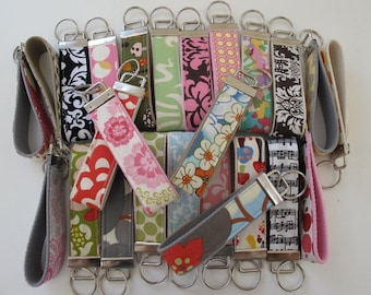 Wholesale lot of key chains key fobs for gifts or boutique resale 25