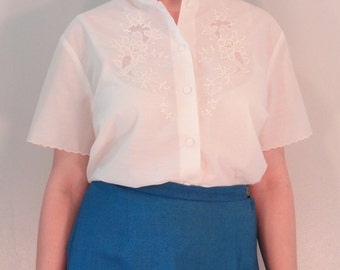 Ivory Vintage Blouse with Embroidery and Lace 1970s Size Extra Large