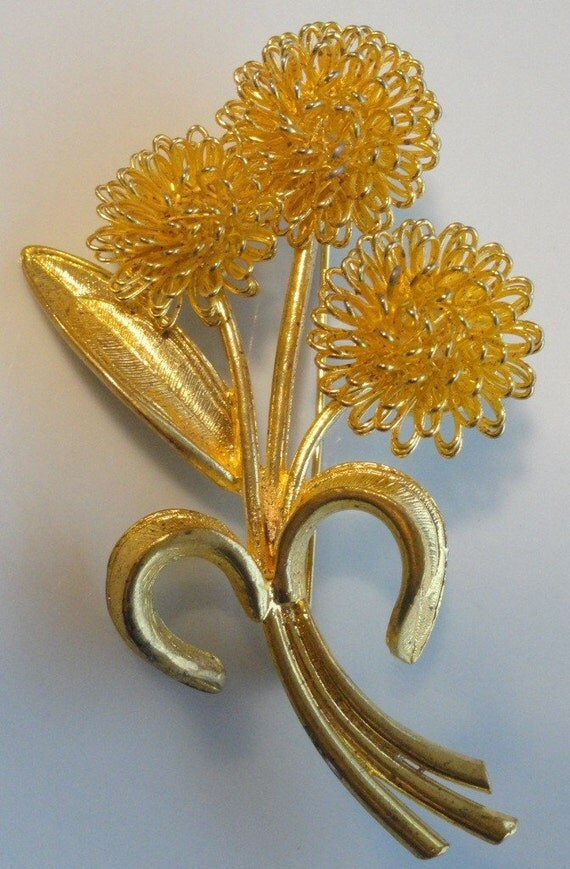 Gold Wire Flower Vintage Brooch